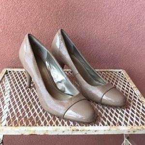 Bandolino size 11 beige high heels